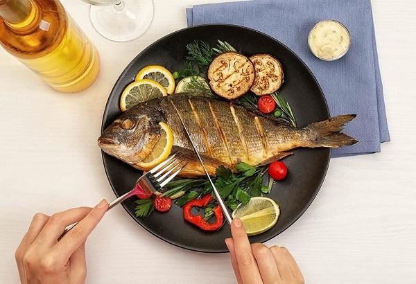 Dịch bệnh ngồi nhà, nếu chỉ ăn cá mỗi ngày chuyện gì xảy ra?
