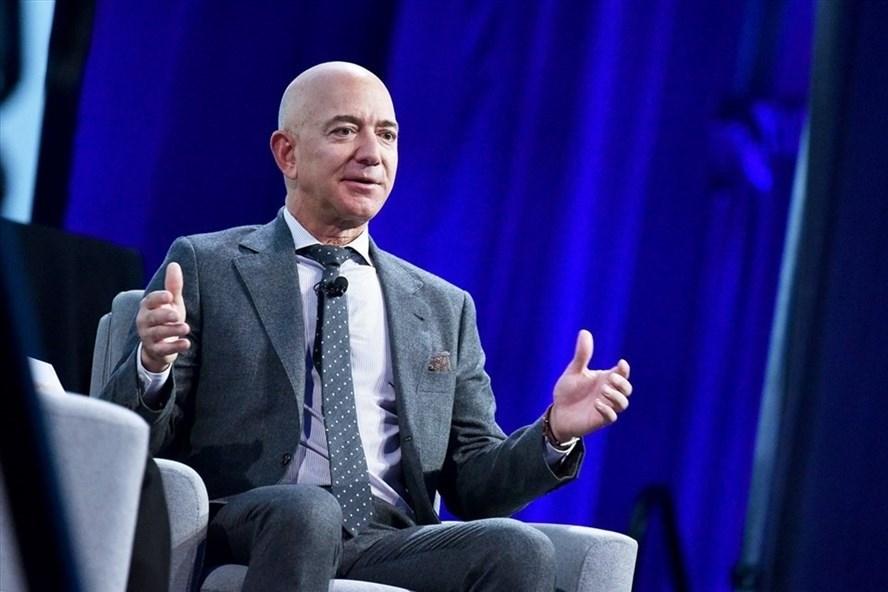 Tài sản của ông chủ Amazon vượt 200 tỉ USD